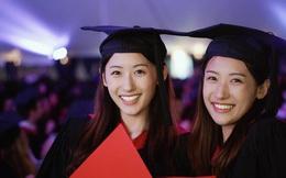 """Cặp chị em sinh đôi """"đẹp tựa thiên thần"""" cùng tốt nghiệp ĐH Harvard giờ ra sao?"""