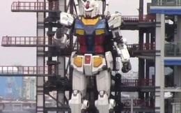 Kinh ngạc trước chuyển động của robot cao bằng tòa nhà 4 tầng