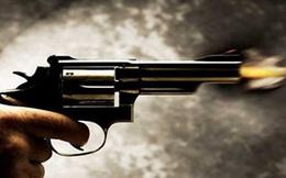 Truy tìm hai thanh niên xông vào quán cà phê ở Long An nổ súng bắn người