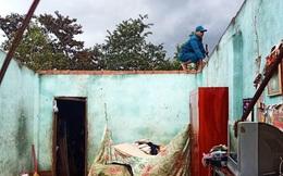 Lốc xoáy thổi bay 38 nóc nhà, làm rụng hàng tấn sầu riêng