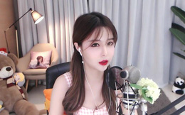 Gặp sự cố 'lộ hàng' khi livestream cảnh đi ngủ đêm muộn, nữ streamer nổi tiếng sập kênh ngay tức khắc