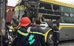 Bình Dương: Tài xế xe khách tử vong mắc kẹt trong vô lăng sau cú tông vào đuôi xe tải