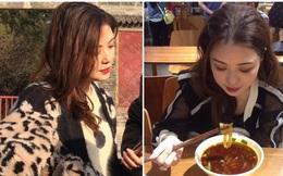 Con gái khoe có mẹ 53 tuổi vẫn trẻ xinh bất chấp, dân mạng hoảng hốt vì mình mới 23 tuổi mà đã 'dừ' quá