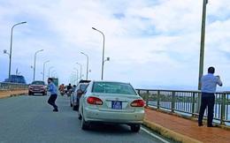 Công an đang xác minh đoàn xe biển xanh dừng trên cầu chụp ảnh