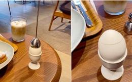"""Dụng cụ lột vỏ trứng chỉ được dùng trong các nhà hàng sang trọng, cách hoạt động cũng """"gây lú"""" không kém vẻ bề ngoài"""