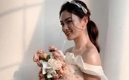 Hoa khôi bóng chuyền Thu Hoài diện như công chúa, sắp lấy chồng?