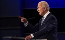 """""""Kẻ dối trá"""", """"tên hề"""": Ông Biden gay gắt với ông Trump về vấn đề COVID-19 và dịch vụ chăm sóc y tế"""