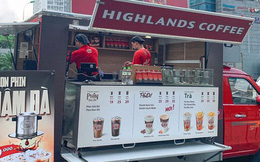 Highlands Coffee đổ bộ đường phố Hà Nội: Đầu tư hẳn ô tô lưu động, giá rẻ hơn 16.000 đồng