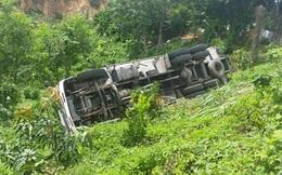 Xe tải đang đỗ tự lao dốc tông chết tài xế