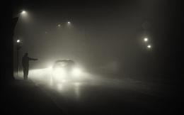 Đi nhờ xe lúc đêm hôm, người đàn ông toát mồ hôi khi nhìn kỹ chẳng thấy ai trong xe