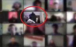 Đang học online, cả lớp hoảng hốt khi phát hiện 1 thành viên bị nhóm cướp lao vào tận nhà đe dọa