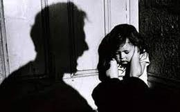 Mẹ mới mất, gia đình phát hiện con gái nghi bị bố đẻ bạo hành, cưỡng dâm