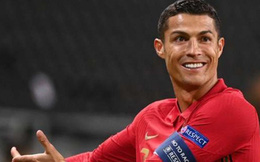 Fernandes tiết lộ điều bất ngờ, hết lời ca ngợi Ronaldo