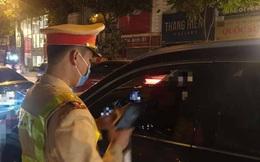 """Nữ tài xế """"say ngất ngưởng"""" trong đêm Giao thừa ở Hà Nội bị tạm giữ xe ôtô Camry"""