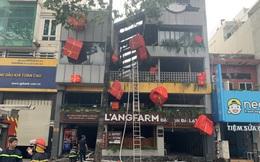 Cảnh sát giải cứu nam bảo vệ mắc kẹt trong vụ cháy cửa hàng L'angfarm Buffet ở Sài Gòn