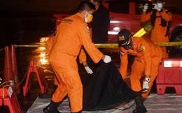 Vụ máy bay Indonesia chở 62 người rơi: Tìm thấy mảnh thi thể người