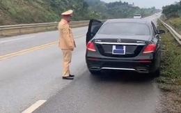 Dùng băng dính che BKS, tài xế xe sang bị phạt nặng