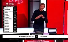 """Bốc thăm đại chiến Man United - Liverpool, Peter Crouch bị dọa """"đoạt mạng""""!"""