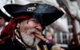 Vì sao không bị mù nhưng cướp biển luôn bịt một bên mắt?