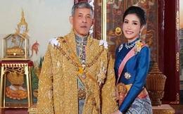 """Sau 4 tháng được phục vị, lần đầu tiên Hoàng quý phi Thái Lan xuất hiện riêng với nhà vua, đi thăm lại """"lãnh cung"""" giam giữ mình thời bị phế truất"""