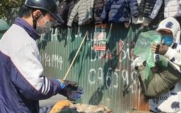"""Quần áo giá """"rẻ nhất quả đất"""" đổ tràn vỉa hè Hà Nội, giá chỉ từ 100.000 đồng/chiếc"""
