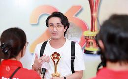 Sự thật về việc ăn mặc xuề xòa, già nua của Huỳnh Lập khi đi nhận giải Mai Vàng