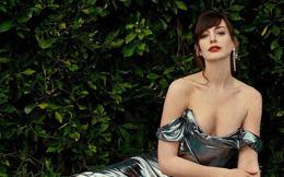"""""""Yêu nữ thích hàng hiệu"""" Anne Hathaway khoe vòng 1 gợi cảm khó cưỡng ở tuổi 38"""