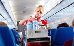 """Tiếp viên hàng không lâu năm tiết lộ bí mật về một thứ siêu bẩn nên tránh trên máy bay, nghe xong """"tá hỏa"""" vì hầu hết ai cũng từng dùng"""