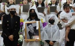 Tro cốt của NS Vân Quang Long đã được đưa về với gia đình ở Việt Nam, lễ an táng sẽ diễn ra trong 2 ngày tới