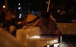 Trắng đêm mưu sinh giữa giá rét ở cảng cá lớn nhất miền Trung