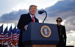 Ông Trump đã tới Căn cứ Không quân Andrews, phát biểu trước khi bay tới Florida