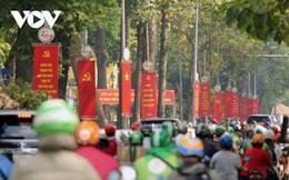Đường phố TP HCM rực rỡ cờ hoa chào mừng Đại hội Đảng