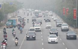 Hà Nội sương mù như Sa Pa, nhiều ôtô phải bật đèn đi giữa ban ngày
