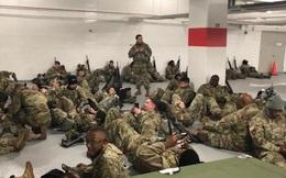 """Hàng ngàn lính Vệ binh Mỹ """"bị đuổi"""" xuống hầm để xe sau lễ nhậm chức"""