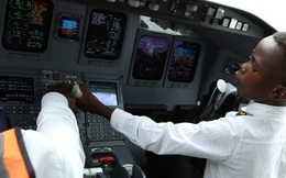Cơ trưởng 7 tuổi nổi tiếng thế giới nhờ tài lái máy bay