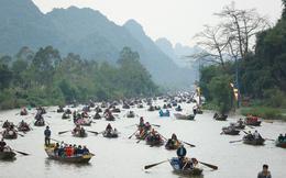 Khách về chùa Hương giảm 80%, vừa chuẩn bị lễ hội vừa nghe ngóng