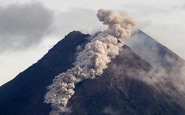 Núi lửa Merapi phun trào, tạo ra dòng sông dung nham kinh khủng thế nào?
