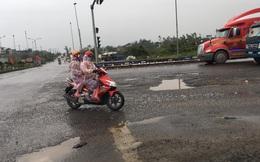 """Xuất hiện nhiều """"ổ voi"""" khổng lồ ở đường dẫn vào tuyến cao tốc Đà Nẵng – Quảng Ngãi"""