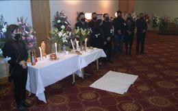 Đám tang tại Mỹ của Vân Quang Long: Cha mẹ, vợ con xem livestream tiễn biệt lần cuối