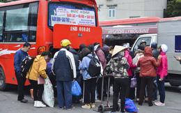 """Sau kỳ nghỉ Tết Dương lịch, bến xe Hà Nội chật kín người, quốc lộ biến thành """"đường một chiều"""""""