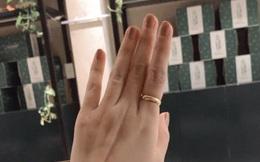 Cô gái khoe chiếc nhẫn đeo tay lỗi thời của ông nội, câu chuyện đằng sau khiến nhiều người rơi nước mắt