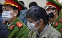 Nữ trưởng đoàn Thanh tra Bộ Xây dựng 'vòi tiền' ở Vĩnh Phúc xuất hiện tại tòa với mái tóc bạc hơn nhiều