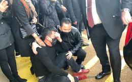Nhật Cường gục ngã, người thân khóc ngất khi tự tay bấm nút hỏa táng Vân Quang Long