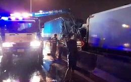 Va chạm liên hoàn trên đường dẫn cao tốc, tài xế tử vong trong cabin