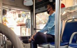 Gặp mẹ con bán hàng rong, anh phụ xe buýt thu đủ tiền vé nhưng hành động bất ngờ sau đó gây xúc động