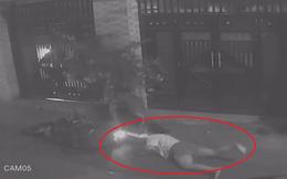 Clip: Bị giật đồ, cô gái bất chấp nguy hiểm, mài người xuống đất kéo xe tên cướp