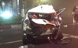Vụ xe bán tải tông bẹp dúm taxi chờ đèn đỏ: Nữ hành khách tử vong sau 1 ngày cấp cứu