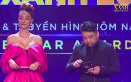 """Người đẹp mặc nóng bỏng gây nhiều bàn luận tại lễ trao giải """"Ngôi sao xanh"""" là ai?"""