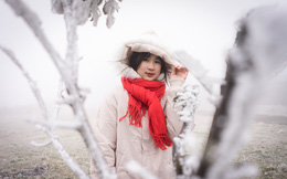 Đỉnh Mẫu Sơn xuống -3,4 độ C, nhiều nơi băng giá phủ trắng, du khách quấn chăn lên ngắm