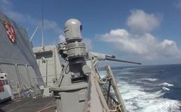 Tàu khu trục Mỹ khai hỏa súng máy Mark 38 trong cuộc tập trận ở Ấn Độ Dương